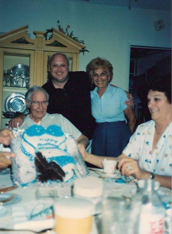 Familia: Padre, Harris, Madre, Prima | Facebook