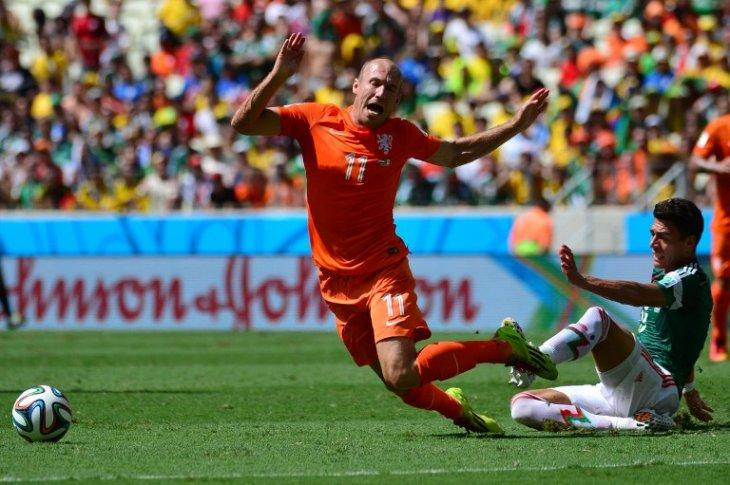 El holandés Arjen Robben y su polémico penal ante México | Yuri Cortez | AFP