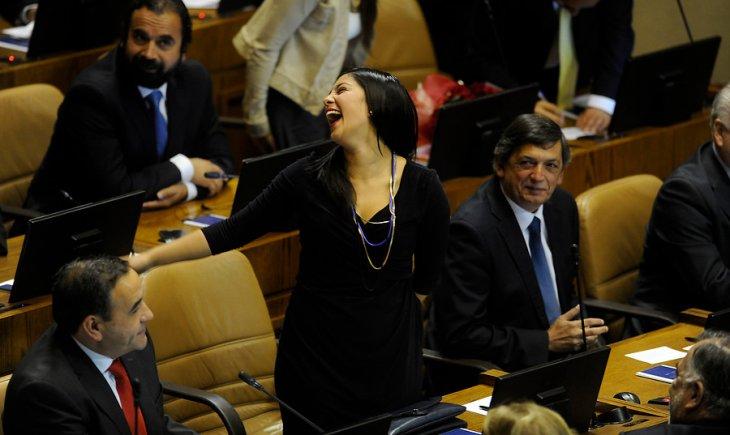 No todo es seriedad en el Congreso ¿o no Karol Cariola? | Pablo Ovalle | Agencia UNO