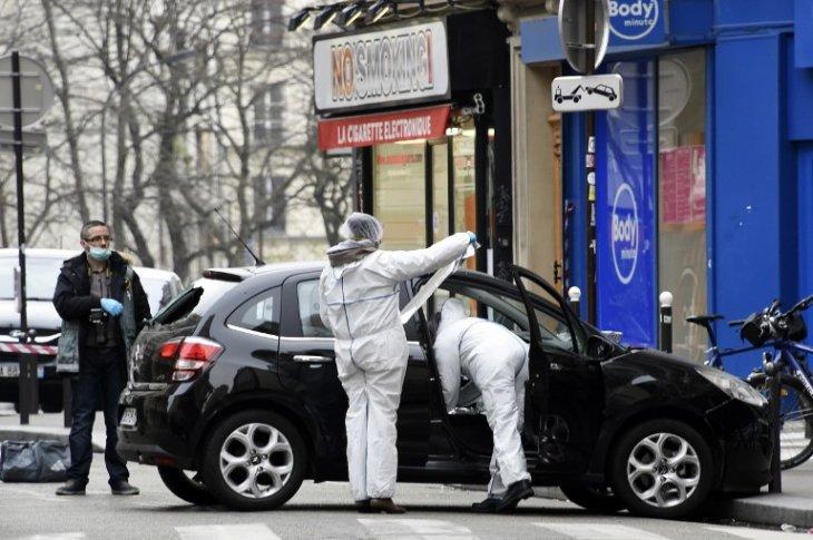 La policía pericia el automóvil usado por los tiradores | Dominique Faget | AFP