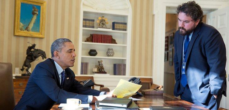 Obama trabajando en su discurso junto a su encargado Cody Keenan / White House