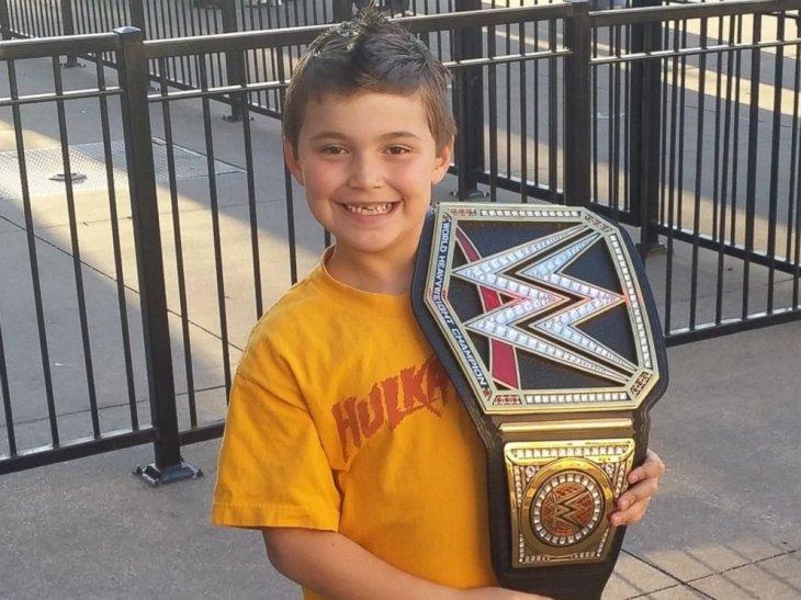 Uno de los regalos de Lucian | WWE
