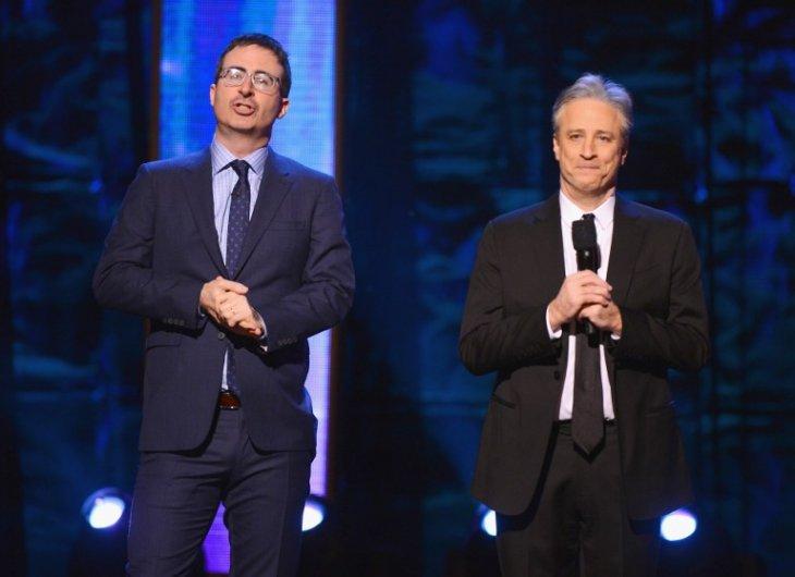 John Oliver junto a Jon Stewart | Comedy Central