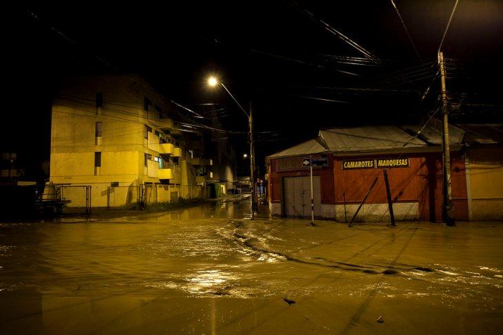 Vista de una calle de la ciudad durante el desborde del río Copiapó / Agencia UNO