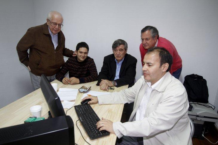 Escalona junto a su equipo en su comando | Agencia UNO