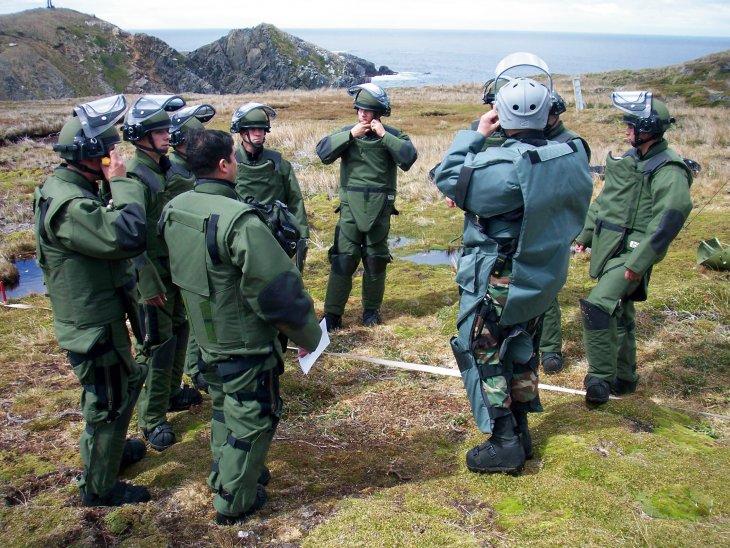 Desminado en Isla Picton | Prensa Armada de Chile