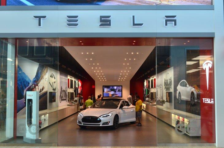 Sala de venta de Tesla Motors en Nueva York / Wikimedia