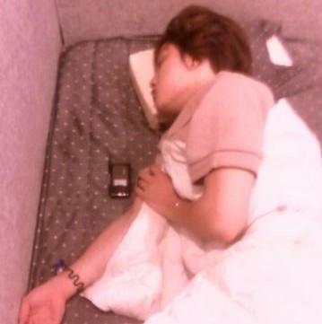 Foto que fan tomó a Jaejoong mientras dormía