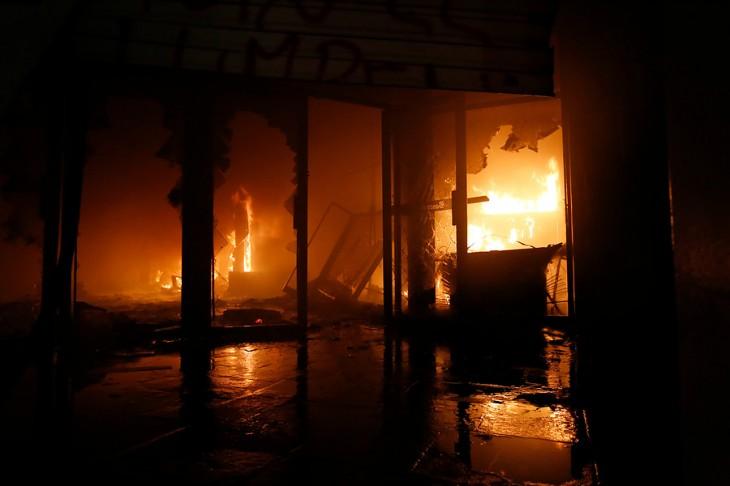 Sucursal del Banco de Chile quemada | Francisco Flores | Agencia Uno