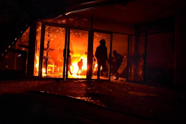 Sucursal del Banco de Chile quemada | Agencia Uno