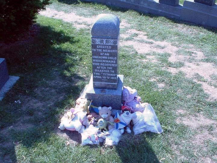 "La tumba del ""niño desconocido"""