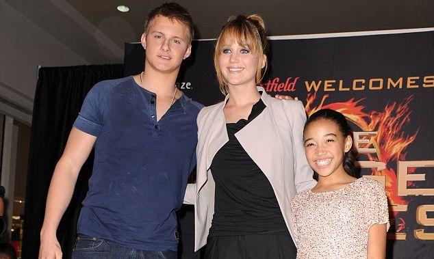 Amandla junto a Alexander Ludwig y Jennifer Lawrence en 2012 | Film Magic