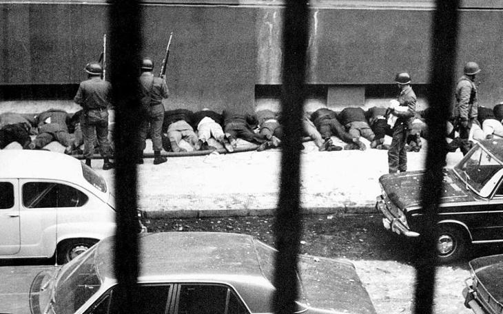 Empleados de La Moneda obligados a lanzarse al piso (1973)