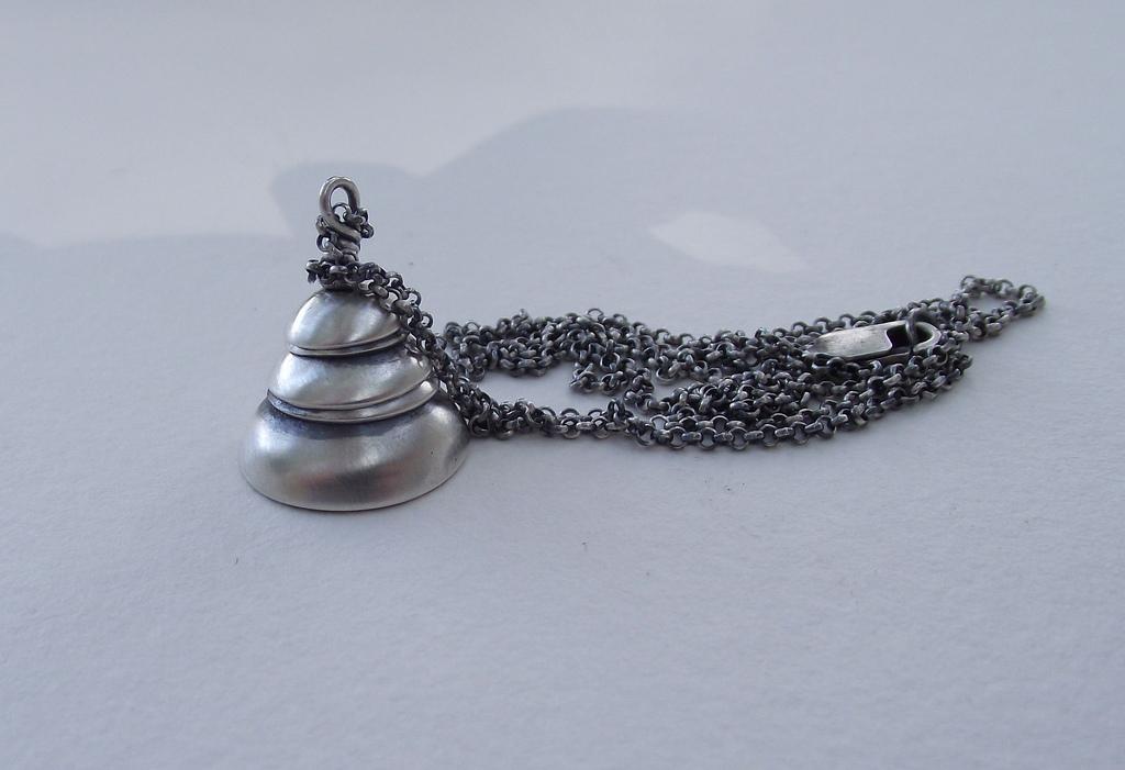 Anillo de plata manchado con lavandina