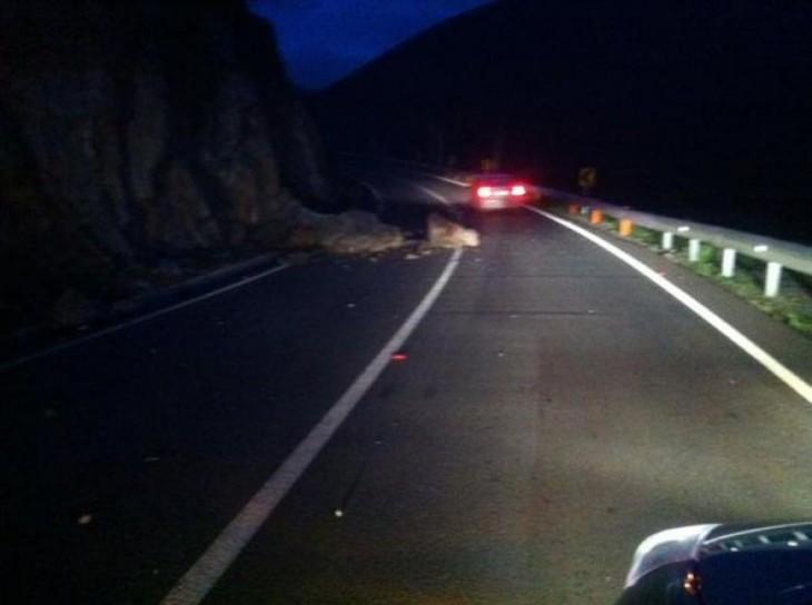 Desprendimientos de rocas en Ruta E-35 Chincolco - Petorca |  JaimeReyes | @JaimeReyesCL