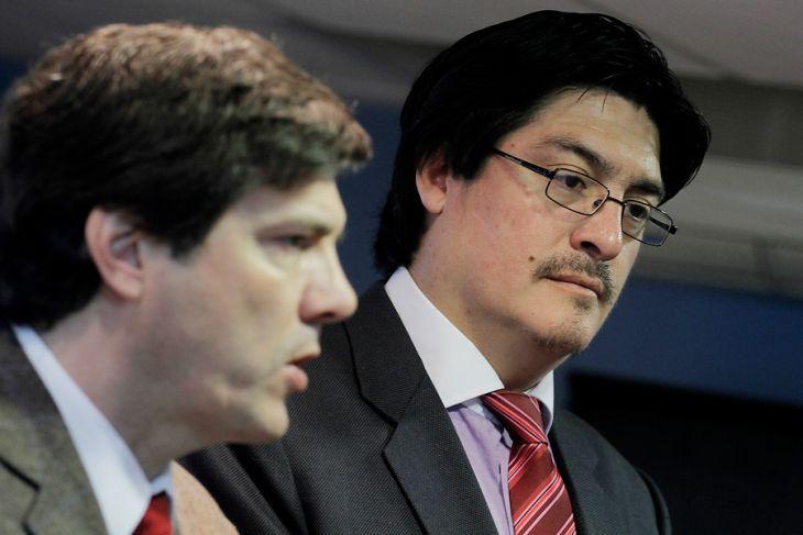 El ministro Andrés Gómez-Lobo junto al subsecretario de Telecomunicaciones, Pedro Huichalaf