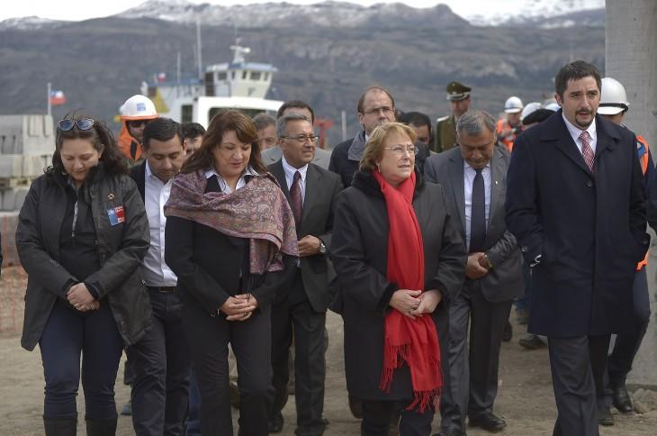 Presidenta en muelle Puerto Ibáñez, del lago Carrera   Presidencia