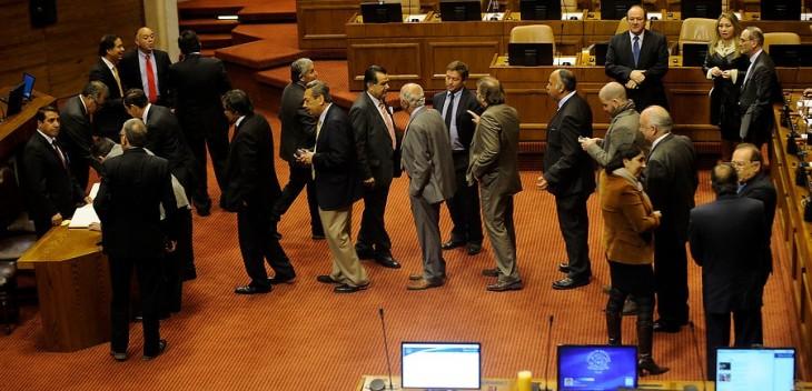Diputados firmando su asistencia | Pablo Ovalle | Agencia UNO