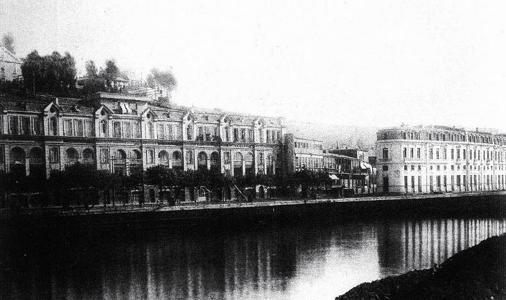 Avenida Errázuriz y Palacio Cousiño (actualmente DUOC) en 1885