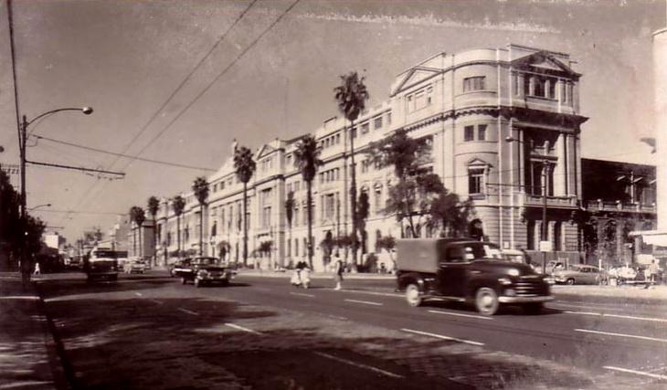 Alameda y Universidad Católica en 1955, como se aprecia en esta segunda foto
