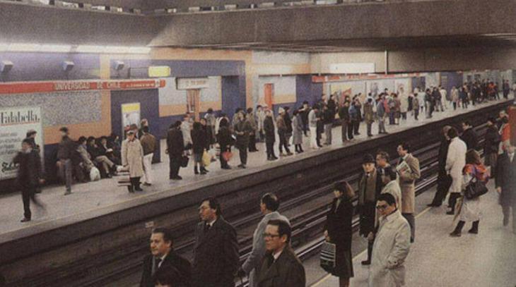 Metro de Santiago en 1985, cuando era posible subirse sin tener que matar a nadie antes