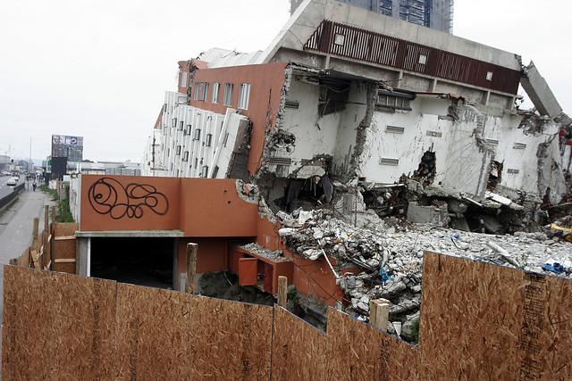 Alto Rio, el emblemático edificio penquista donde fallecieron 8 personas producto del colapso en medio del terremoto del 27-F | Archivo / Agencia UNO