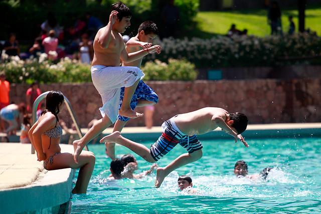 M s de 30 ni os resultan con heridas en sus pies a causa de cloro en piscina en iquique - Cloro en piscinas ...