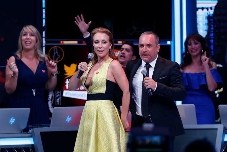Karen Doggenweiler y su osado escote en Teletón 2015