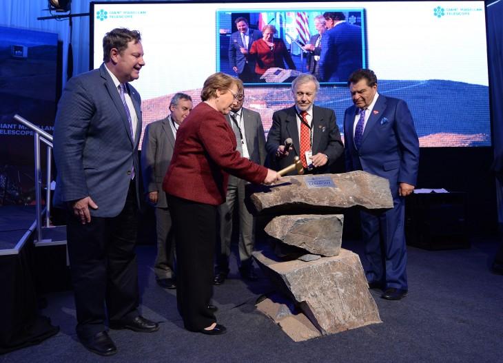 Presidenta Bachelet en ceremonia primera piedra | Foto Presidencia / Alex Ibáñez