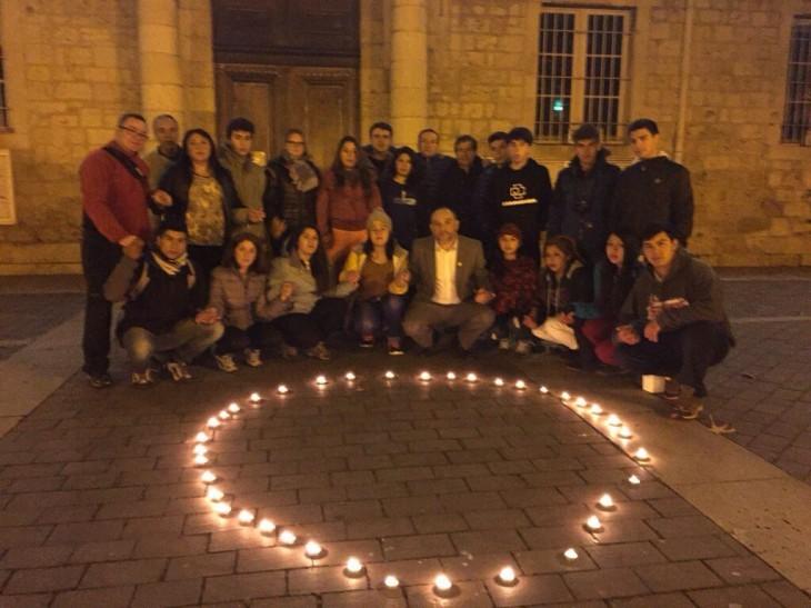 Realizan velatón en Agen por víctimas de atentados en París