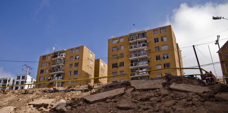 En Alto Hospicio se generaron algunos daños en edificio tras el terremoto de 2014 | Agencia UNO
