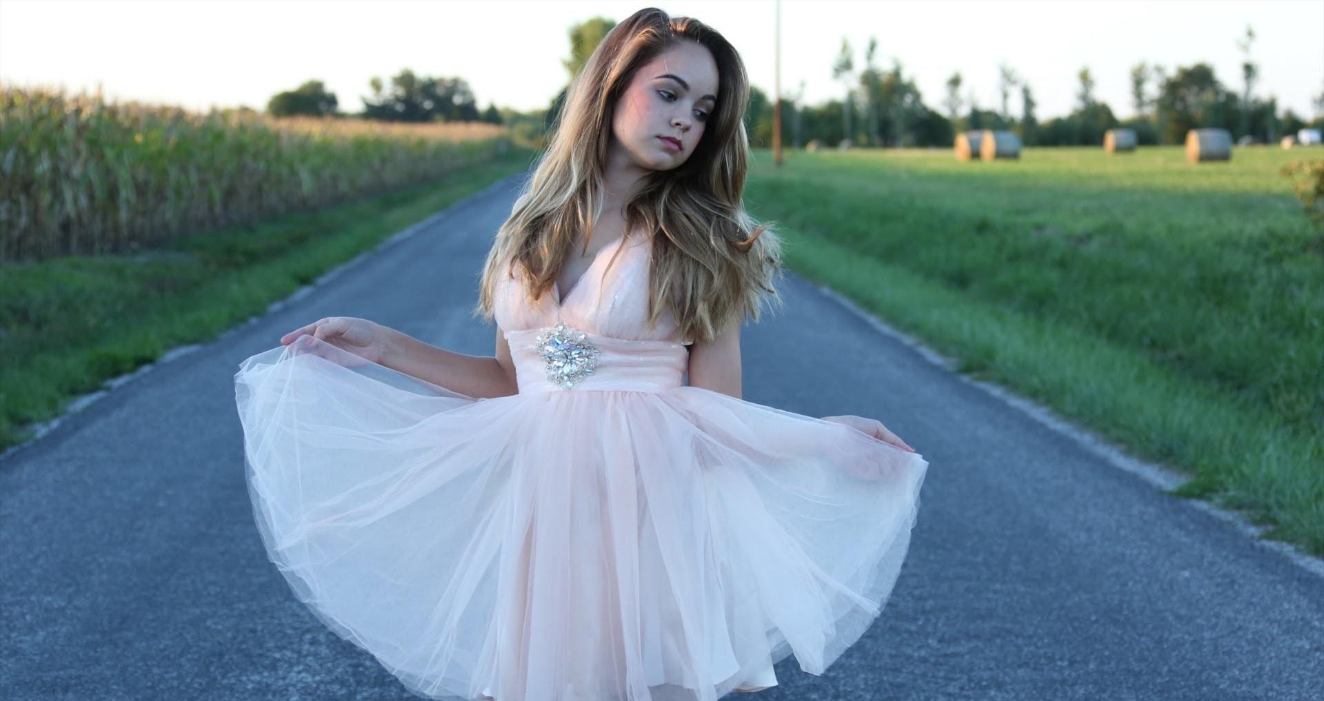 b990f4e23 ¿Buscas el vestido perfecto  15 estilos de vestidos de graduación que te  encantarán. Crédito  Youtube