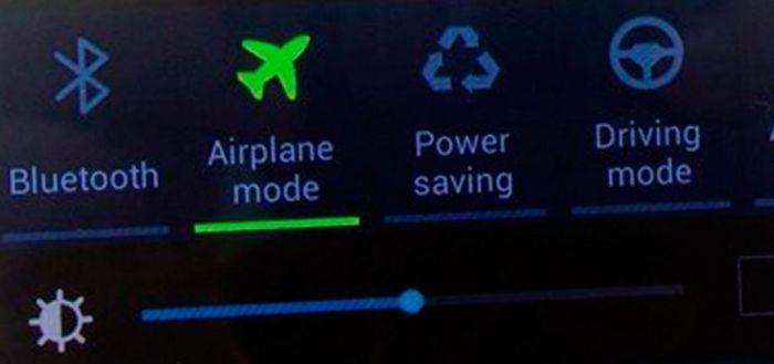 El modo avión se consigue en los ajustes rápidos, tanto de Android como iOS