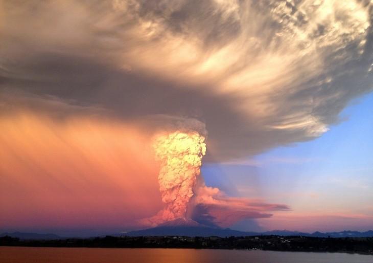 El Volcán Calbuco a fines de abril, en pleno proceso eruptivo | Agencia UNO
