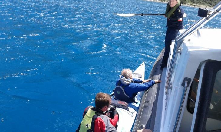 Rescate de kayakistas    Armada