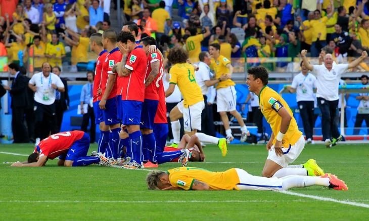 Chile sufriendo ante Brasil