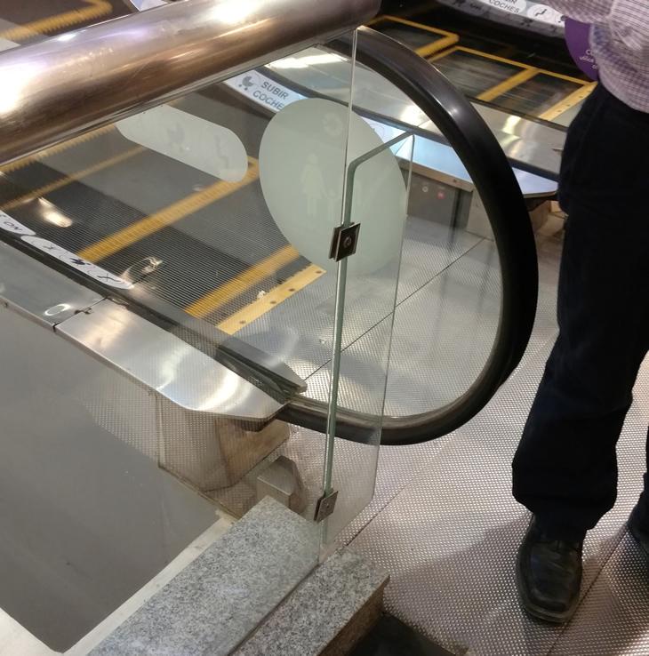 Panel similar al roto, ubicado en otro piso | Christian Leal | BBCL