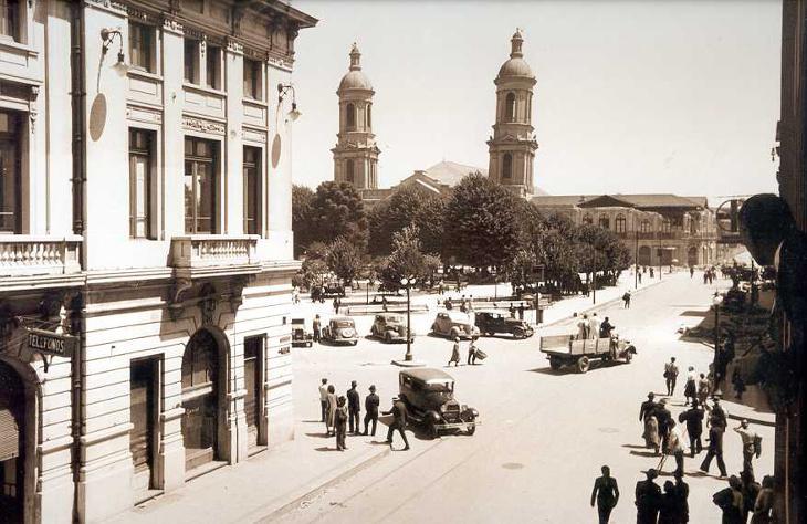 Esquina de Barros Arana con Aníbal Pinto, vista a la antigua Catedral