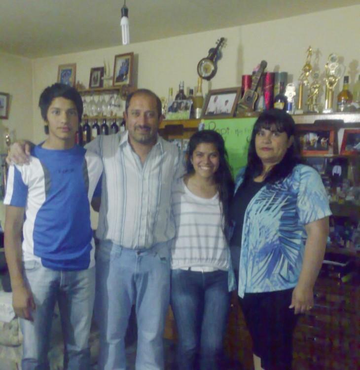 Intendente junto a su familia | Julián Gil | Facebook