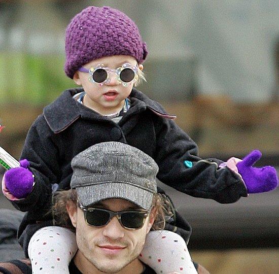 Heath Ledger y su pequeña hija en 2007