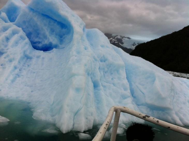 Puedes toparte con icebergs como éste en Fiordo Calvo | D. Charpentier (BBCL)
