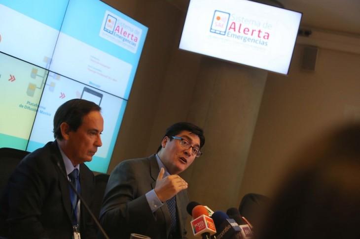 El director de Onemi, Ricardo Toro, junto al subsecretario de Telecomunciaciones, Pedro Huichalaf | Agencia UNO