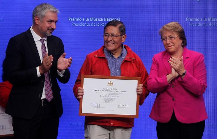 Padre de Jorge González recibe premio | Agencia UNO
