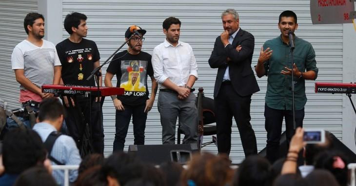 Gabriel Osorio hablándole al público (derecha) | Pablo Vera | Agencia UNO