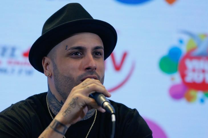 Nicky Jam tiene tatuada una corchea a la altura de la ceja derecha | Archivo / Agencia UNO
