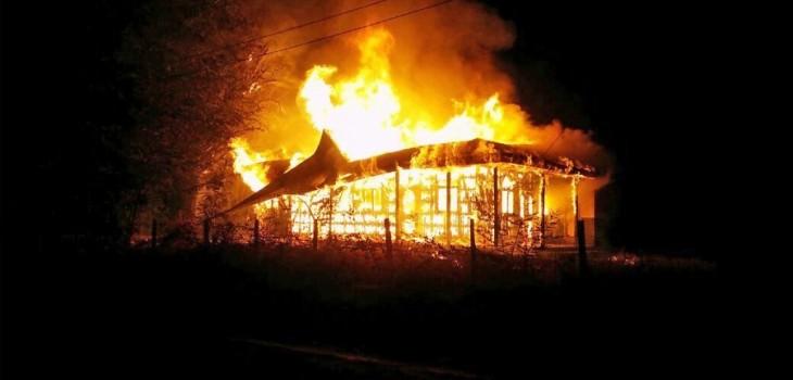 Resultado de imagen para quema de iglesias en sur de chile