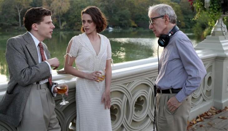 Jesse Eisenberg, Kristen Stewart y Woody Allen, en la filmación de Café Society