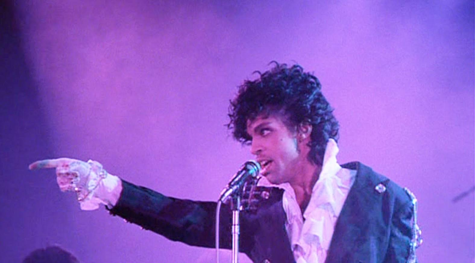 Prince en uno de sus conciertos en vivo
