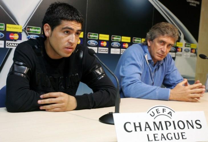 Pellegrini y Riquelme un día antes de la vuelta con Arsenal / AFP