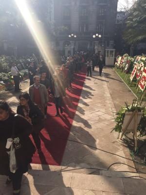 Fila de personas esperando ingresar al velatorio | P. Catena (RBB)